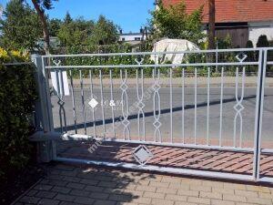 Gartentor Nach Mass Mit Dekorationslementen Tor Hoftor Inkl Pfosten